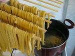"And into the boiling water! It takes about 3 minutes to cook fresh pasta. Meanwhile, I prepare the ""béchamel""."